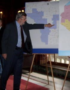 Former Rep David Obey (D-Wausau) reviews redistricting maps. (Photo: Wisconsin Radio Network)