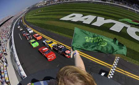 Drivers take the green flag to begin the NASCAR Nationwide Series DRIVE4COPD 300 race at the Daytona International Speedway in Daytona Beach, Florida, February 19, 2011. REUTERS