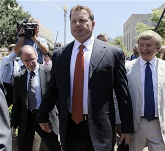 Roger Clemens leaves the federal courthouse with attorney Rusty Hardin in Washington