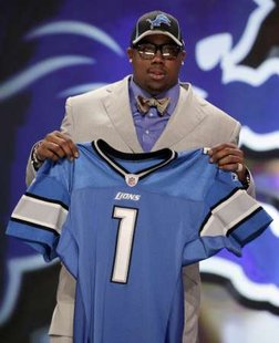 Defensive tackle Nick Fairley of Auburn University holds up a jersey after being selected as the 13th overall pick by the Detroit Lions in the 2011 NFL football Draft in New York, April 28, 2011. REUTERS