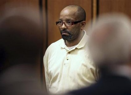 Accused serial killer Anthony Sowell watches the jury walk into the courtroom at the Justice Center in Cleveland