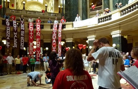 Solidarity singers in the state capitol.