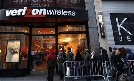 Customers wait outside Verizon Wireless store in New York to buy the iPhone on first day of Verizon service availability