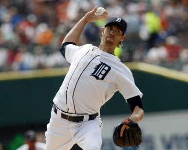 Detroit Tigers starting pitcher Doug Fister delivers to the Minnesota Twins during the first inning of their MLB American League baseball game in Detroit, Michigan September 11, 2011. REUTERS/Rebecca Cook