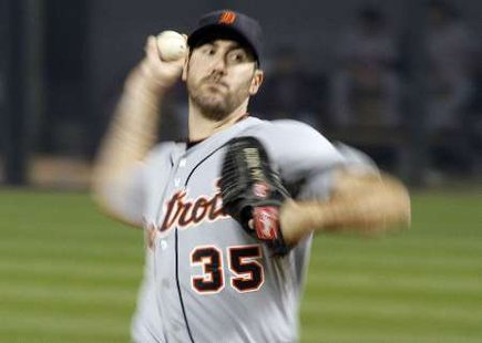 Detroit Tigers pitcher Justin Verlander pitches against the Chicago White Sox during the first inning of their game on September 13, 2011. REUTERS