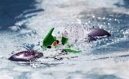 "Panasonic's ""Evolta"" swim robot, powered by the company's Evolta rechargable batteries, is demonstrated in Tokyo"