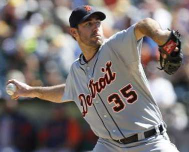 Detroit Tigers starting pitcher Justin Verlander throws in the first inning in his 3-0 victory over against the Athletics at the Oakland-Alameda County Coliseum on September 18, 2011. REUTERS/Kevin Bartram