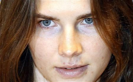 Amanda Knox arrives in court for her appeal trial session in Perugia