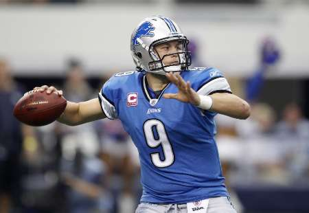 "Detroit Lions quarterback Matthew Stafford.  Stafford was hurt late in the Lions' loss to Atlanta Sunday, October 23, 2011, and is ""day-to-day"".  REUTERS"