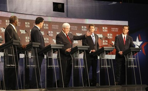 Cain, Romney, Perry and Santorum look on as Gingrich makes a point during a South Carolina Republican party presidential debate in Spartanbu