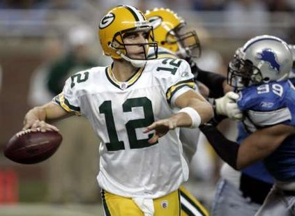 Green Bay Packers quarterback Aaron Rodgers looks for a receiver during the first half of their NFL football game against the Detroit Lions in Detroit, Michigan September 14, 2008. REUTERS/Rebecca Cook (UNITED STATES)