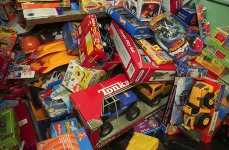 http://media.mwcradio.com/mimesis/2011-11/25/large_toys_jpg_475x310_q85.jpg