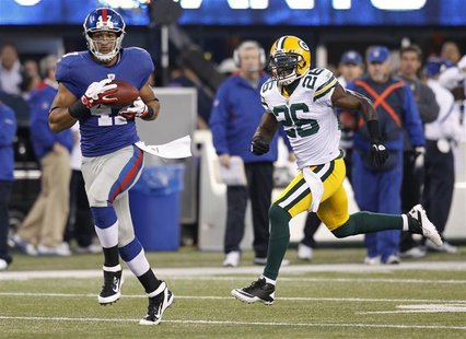 New York Giants Beckum catches a pass for a touchdown next to Green Bay Packers Peprah in the first quarter during their NFL football game i