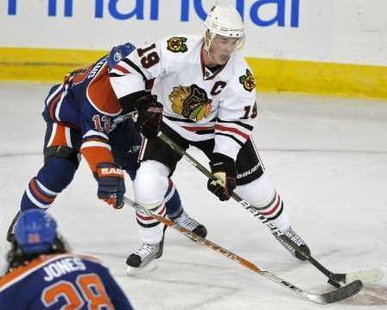 Chicago Blackhawks Captain Jonathan Toews REUTERS/Dan Riedlhuber