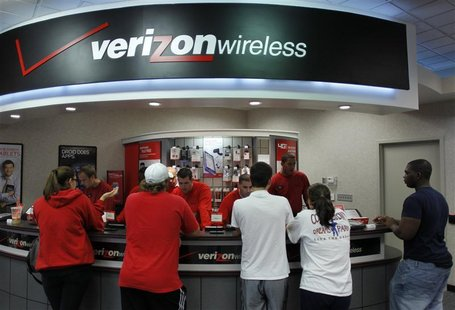 Customers wait at a Verizon Wireless store in Boca Raton, Florida February 10, 2011. REUTERS/Joe Skipper