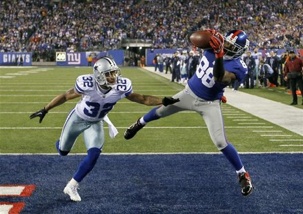 Giants Nicks catches fourth quarter touchdown pass on Cowboys Orlando Scandrick