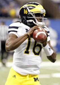 Michigan QB Denard Robinson courtesy: REUTERS/Jon Bachman