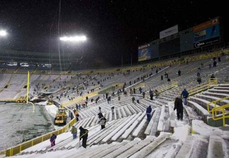 Lambeau Field volunteers shoveling snow