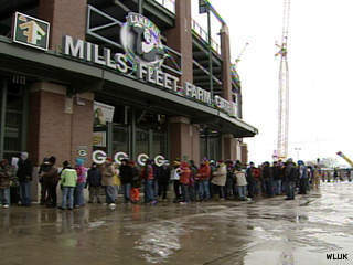 People line up outside Lambeau Field, Jan. 13, 2012, to help shovel out the seating area. (courtesy of FOX 11).