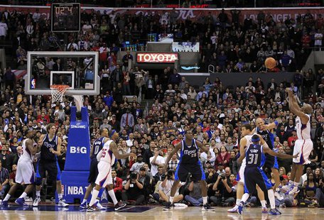 Los Angeles Clippers Chauncey Billups scores the game-winning three point shot against the Dallas Mavericks during their NBA basketball game