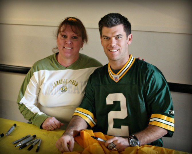 Paula gets close with Mason Crosby!