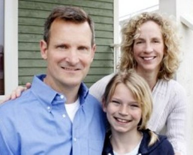 Democratic Congressional candidate Mike O'Brien (R), wife Teresa (L) and daughter Rose
