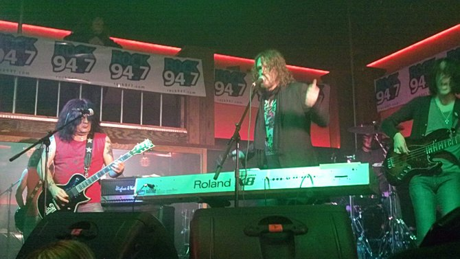 Dizzy Reed on stage at Bruiser's