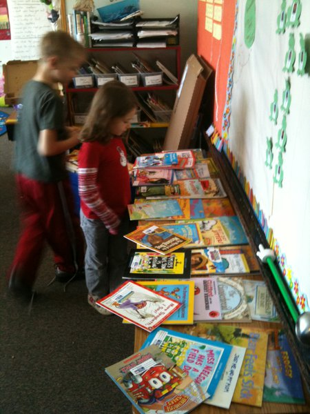 Winning classroom picking out their new books...congratulations!