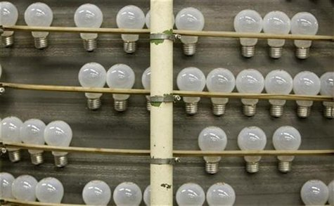 Light bulbs are produced at an Osram factory in Molsheim, eastern France December 11, 2008. REUTERS/Vincent Kessler