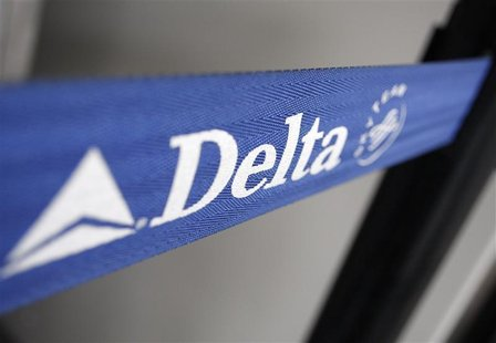 The Delta airline logo is seen on a strap at JFK Airport in New York. REUTERS/Joshua Lott (UNITED STATES)