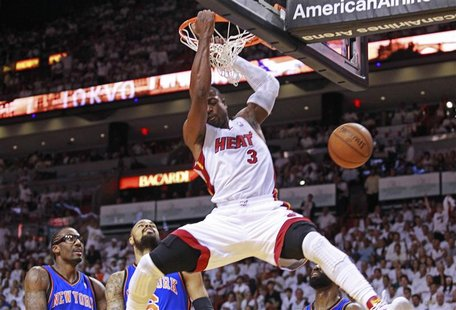 Miami Heat shooting guard Dwyane Wade (R) scores past New York Knicks power forward Amare Stoudemire (L) and Tyson Chandler (C) in the first