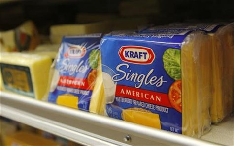 Kraft food products are displayed in a market in San Francisco, California February 2, 2010. REUTERS/Robert Galbraith