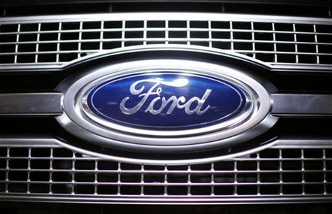 A Ford logo on the front of a truck at the 2009 New York International Auto Show April 9, 2009. REUTERS/Eric Thayer