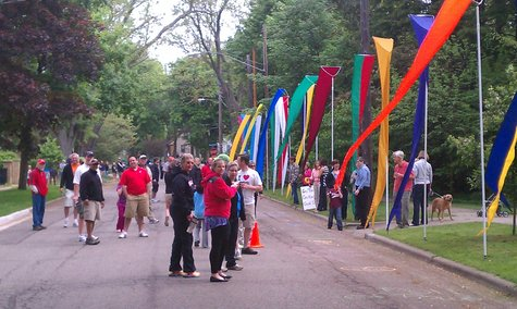 Winchell Neighborhood encourages runners in during the Kalamazoo Marathon 2012