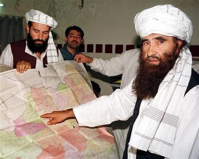 Jalaluddin Haqqani (R), the Taliban's Minister for Tribal Affairs, points to a map of Afghanistan during a visit to Islamabad, Pakistan whil