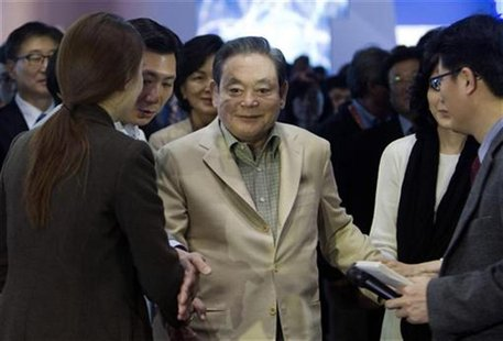 Samsung Electronics Chairman Lee Kun-hee meets with reporters after touring the Samsung booth at the 2012 International Consumer Electronics