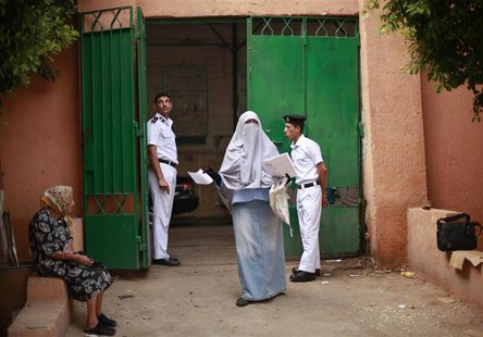 Soldiers stand guard as voters wait outside a polling station at a school in Cairo June 16, 2012. REUTERS/Suhaib Salem