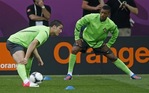 Portugal's Christiano Ronaldo (L) and Nani stretch at a training session during the Euro 2012 at new Lviv stadium June 8, 2012. REUTERS/Eddi