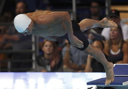 Ryan Lochte starts his men's 200m freestyle heat during the U.S. Olympic swimming trials in Omaha, Nebraska, June 26, 2012. REUTERS/Jeff Hay