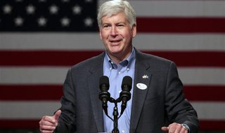 Michigan Republican Governor Rick Snyder introduces Mitt Romney, Republican presidential candidate and former Massachusetts governor, during