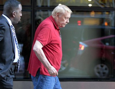 Los Angeles Lakers owner Jerry Buss leaves following NBA labor meetings in New York October 4, 2011. REUTERS/Brendan McDermid