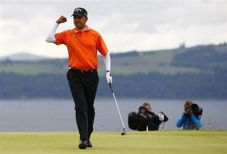 India's Jeev Milkha Singh reacts to making the winning putt during an extra play off hole against Italy's Francesco Molinari during the fina