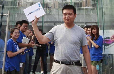 A customer displays his new iPad during its China launch at the Apple store in Shanghai July 20, 2012. REUTERS/Aly Song