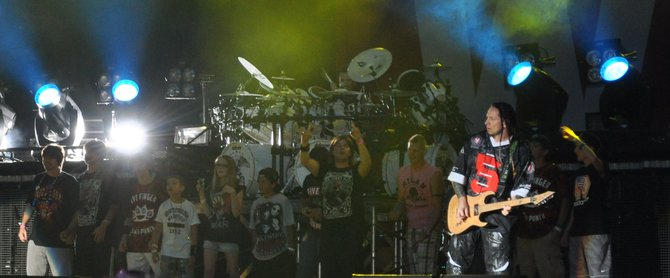 Kids up on stage...the next generation of metal