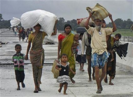 Villagers with their belongings move to relief camps as they leave their locality after violence at Chirang district in the northeastern Ind