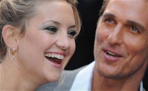 U.S. actress Kate Hudson and actor Matthew McConaughey pose for photographers as they arrive for the premiere of the film 'Fool's Gold' at L