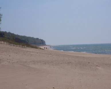Oval Beach in Saugatuck (photo courtesy lakemichiganbeachtowns.com)