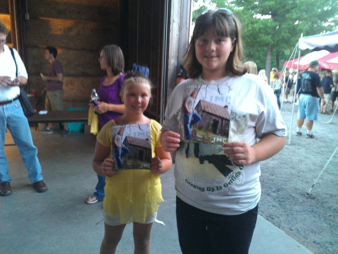 Skyler and her cousin Taryn are so excited to see Jason Michael Carroll
