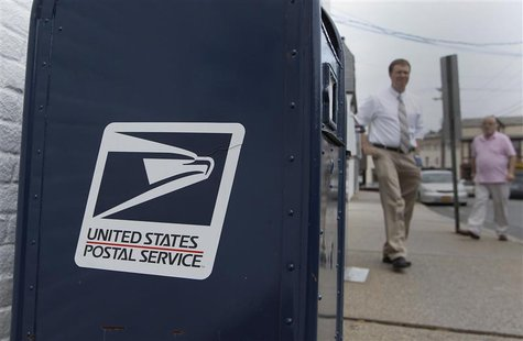 A United Sates Postal Service mailbox is seen in Manhasset ,New York August 1, 2012. REUTERS/Shannon Stapleton