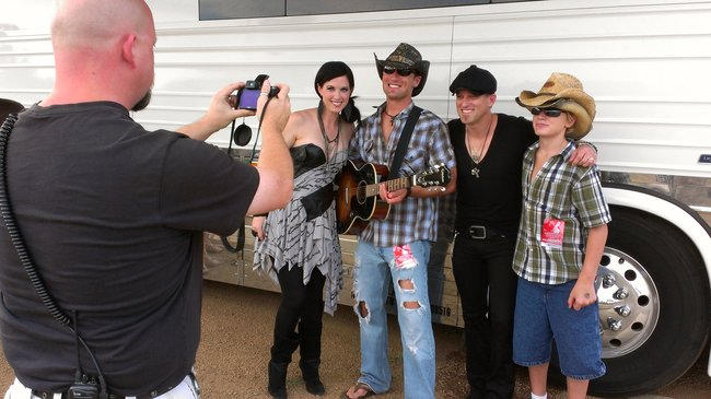 Travis and his son met Thompson Square